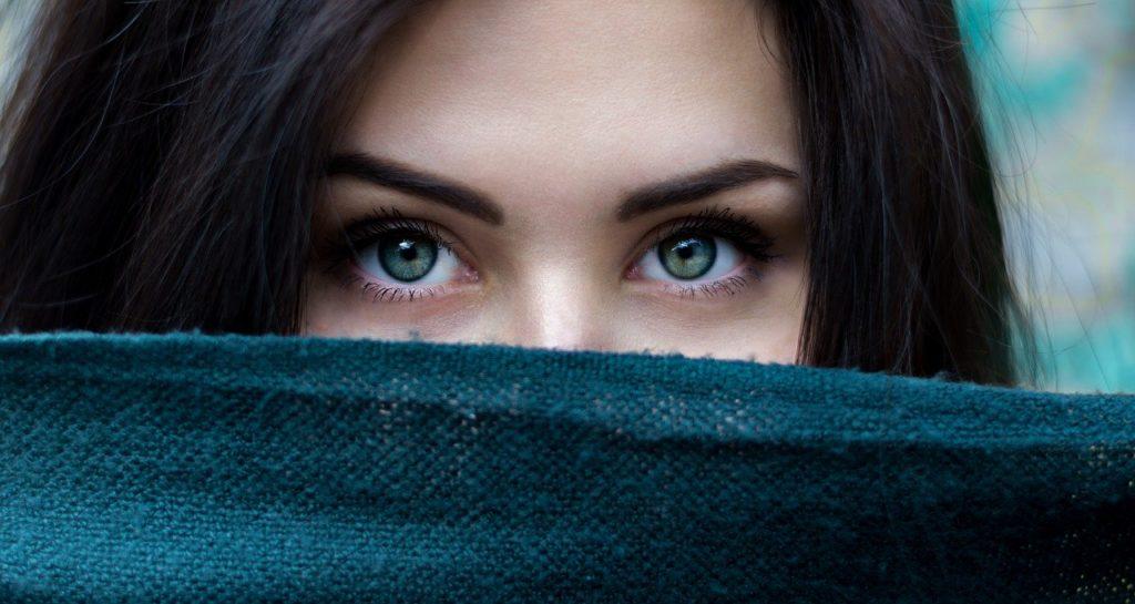 szem körüli ráncok eltüntetése